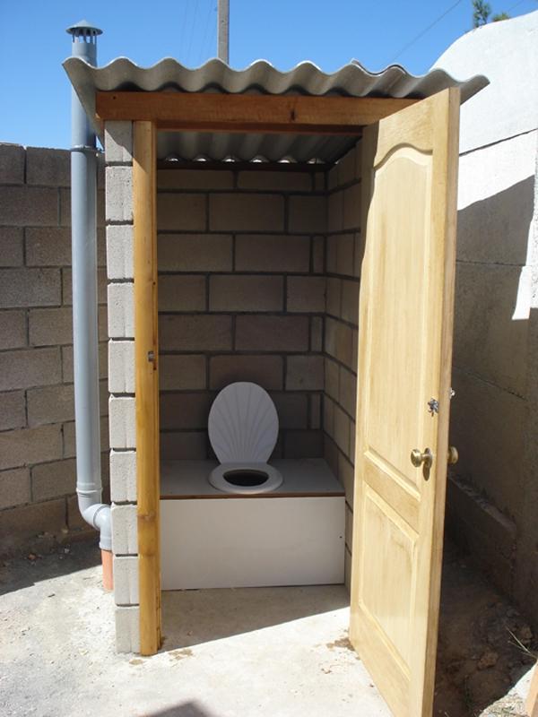 Как сделать туалет на улице