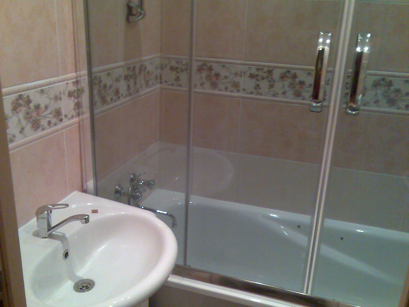 Установка шторки на ванну